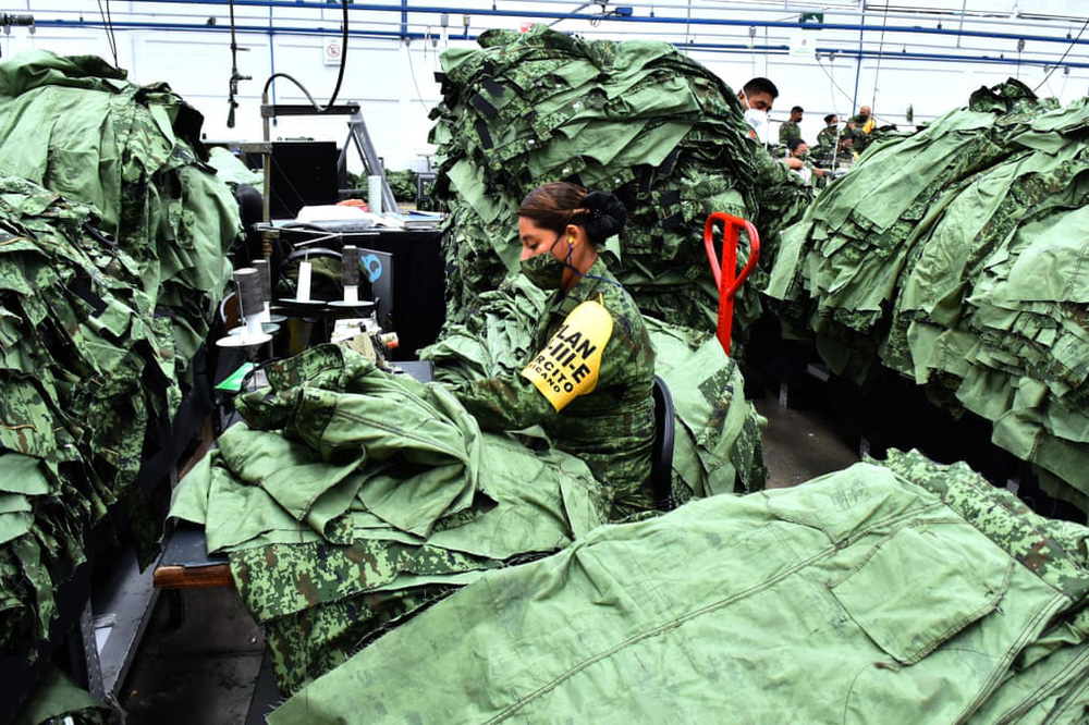 24h qua ảnh:  Tượng phật khổng lồ được đeo khẩu trang ở Nhật Bản - Ảnh 4.
