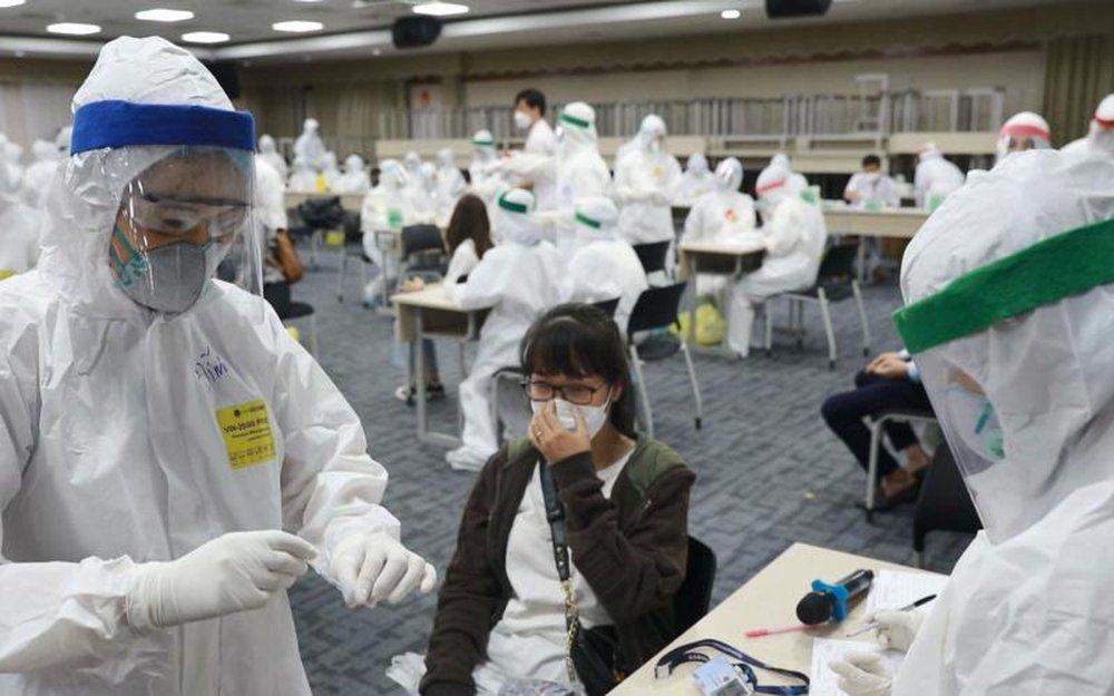 PGS.TS Lương Ngọc Khuê: Chủng Delta khiến người nhiễm chuyển từ thể nhẹ sang nặng nhanh, nhiều người trẻ chuyển nặng - Ảnh 1.
