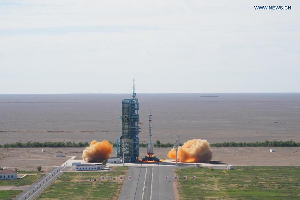 Trung Quốc đột phá, phóng thành công Thần Châu 12: Đưa 3 người lên xây trạm Thiên Cung! - Ảnh 2.