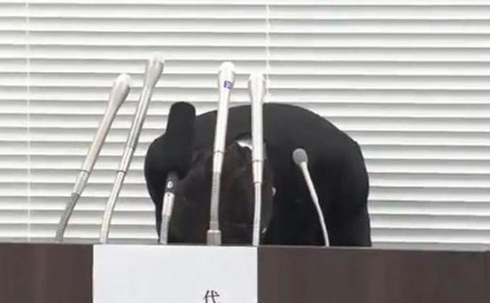 6.400 liều vắc xin bị bảo quản sai nhiệt độ, Giám đốc kho lạnh Nhật Bản họp báo, cúi đầu xin lỗi