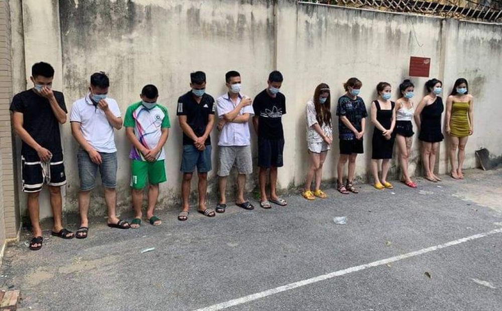 Hà Nội: 42 nam nữ thanh niên tổ chức tiệc bay lắc trong quán karaoke giữa dịch COVID-19
