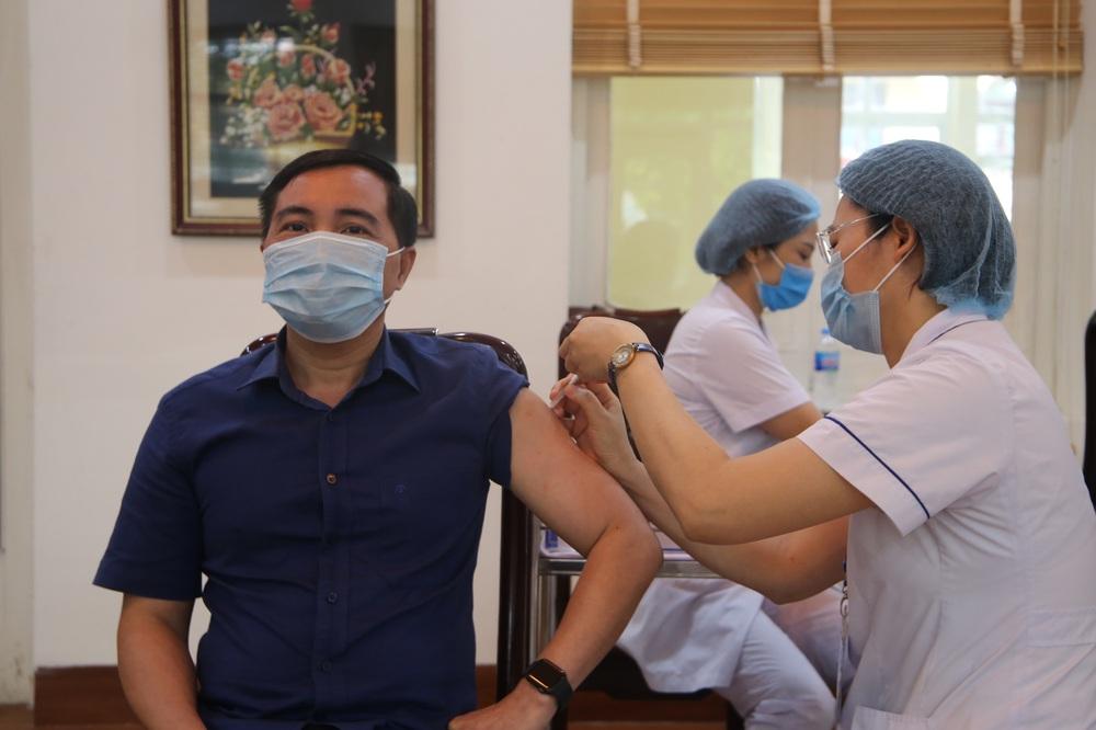 Vắc xin Covid-19 là chìa khoá đẩy lùi dịch bệnh: Vì sao chỉ cần tiêm 70% dân số là có thể đạt miễn dịch cộng đồng? - Ảnh 1.