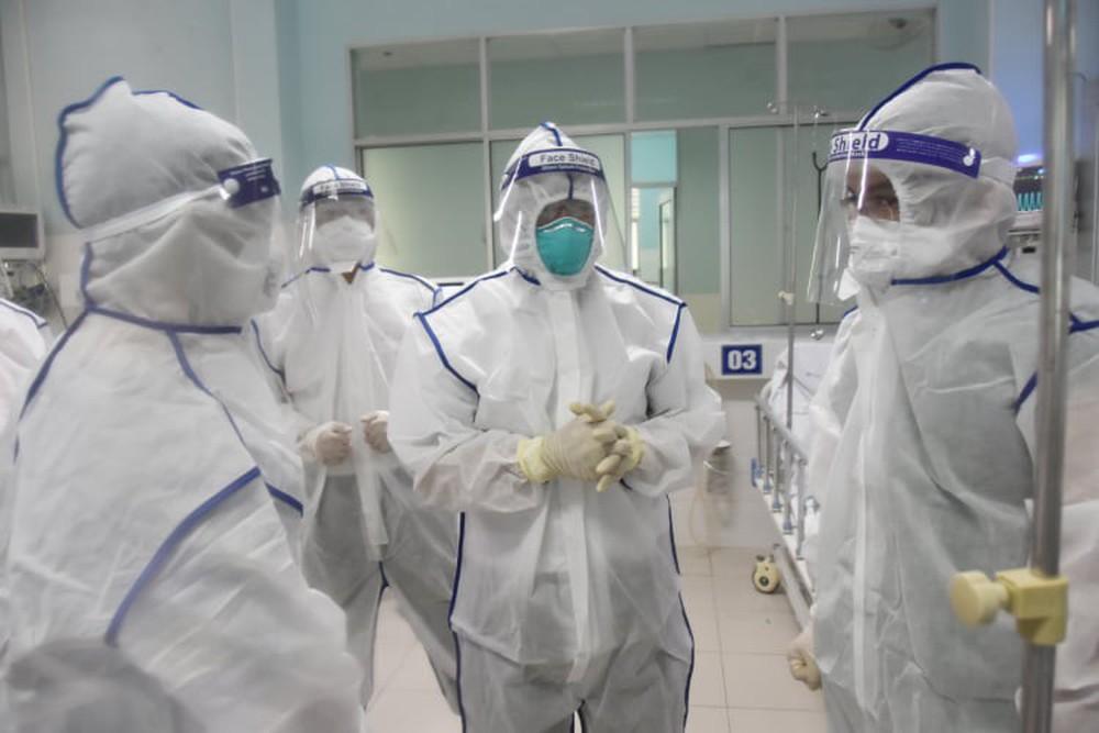 Thứ trưởng Nguyễn Trường Sơn: Đối với chủng Delta, số lượng bệnh nhân nặng có thể sẽ tăng nhanh - Ảnh 1.