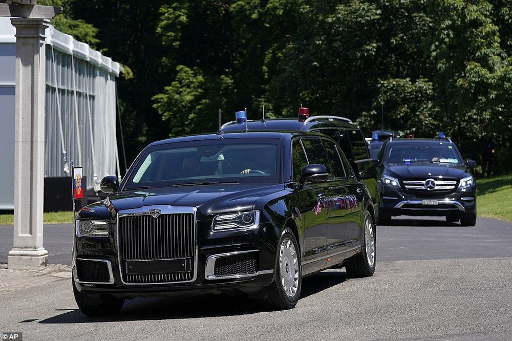 """Siêu xe """"Quái thú"""" của ông Biden và """"Rolls Royce Nga"""" của ông Putin: Xe nào vượt trội hơn? - Ảnh 7."""