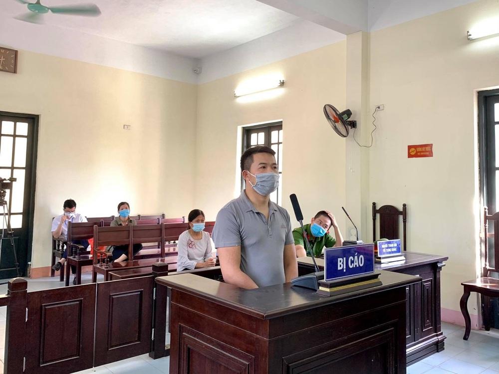 Nam thanh niên uống rượu say đấm trung uý công an tại chốt kiểm soát dịch COVID-19 lĩnh án tù - Ảnh 2.