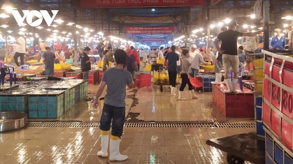 Ca dương tính lần 1 làm việc tại chợ đầu mối Bình Điền gặp gỡ rất nhiều người - Ảnh 1.
