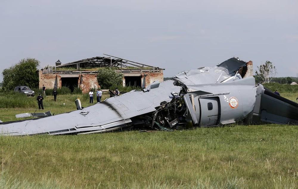 Vụ máy bay L-410 Nga rơi: Bí mật ẩn chứa tại hiện trường - Ảnh 1.