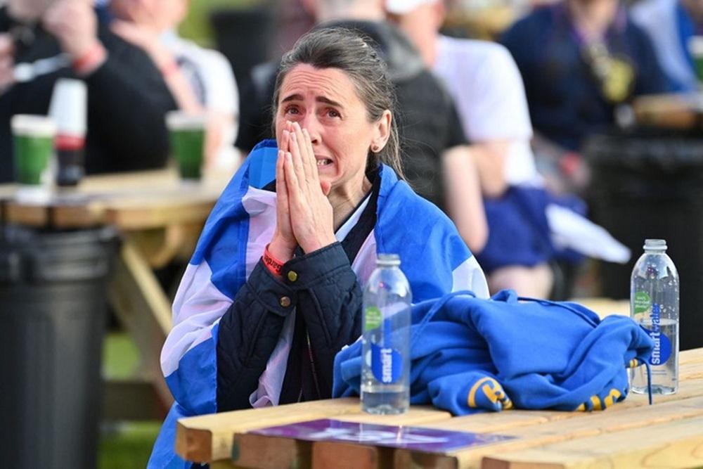 50 sắc thái của các cô nàng theo dõi derby Anh vs Scotland đêm qua: Vui, buồn, lo lắng... đủ cả! - Ảnh 4.
