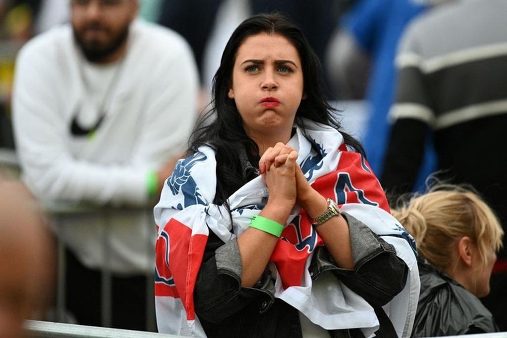 50 sắc thái của các cô nàng theo dõi derby Anh vs Scotland đêm qua: Vui, buồn, lo lắng... đủ cả! - Ảnh 7.