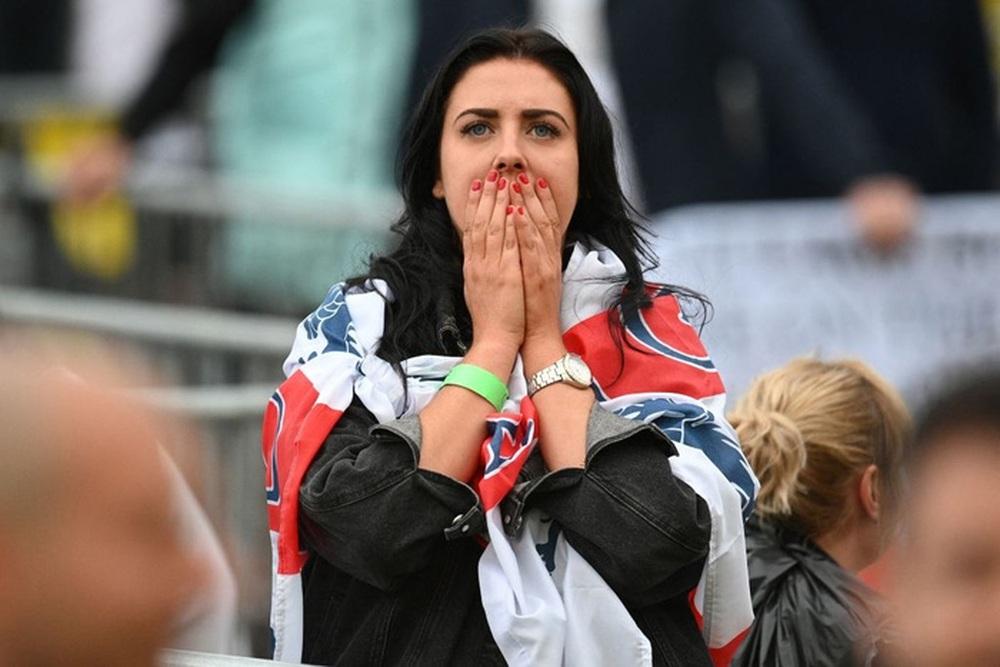 50 sắc thái của các cô nàng theo dõi derby Anh vs Scotland đêm qua: Vui, buồn, lo lắng... đủ cả! - Ảnh 8.