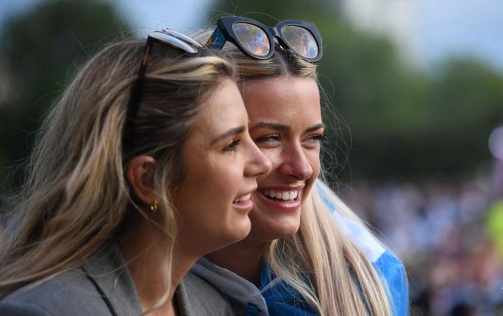 50 sắc thái của các cô nàng theo dõi derby Anh vs Scotland đêm qua: Vui, buồn, lo lắng... đủ cả! - Ảnh 9.