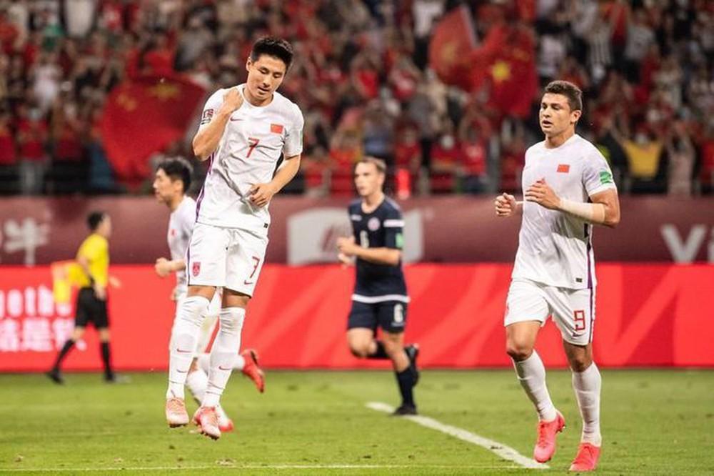 Vừa mất lợi thế sân nhà, TQ còn bị buộc phải trả tiền cho các đối thủ tại vòng loại World Cup - Ảnh 1.