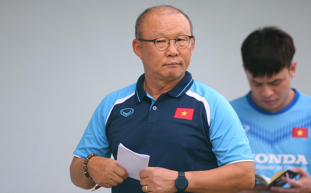 """HLV Park Hang-seo chia quân đi do thám, quyết """"bắt thóp"""" các địch thủ tại vòng loại World Cup"""