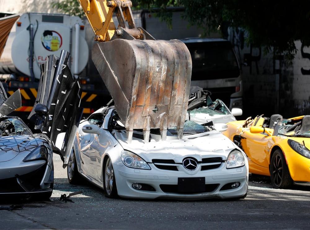 7 ngày qua ảnh: Philippines dùng máy xúc phá ô tô nhập lậu - Ảnh 3.