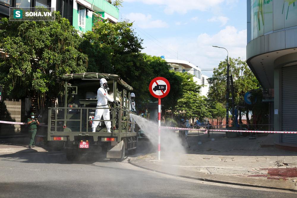 Tin dịch Covid-19 ở Đà Nẵng: Binh chủng hoá học phun khử khuẩn tại nhiều điểm nóng - Ảnh 5.