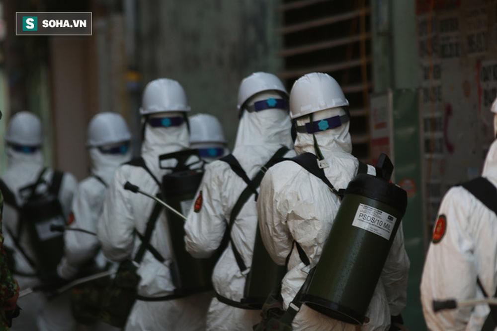 Tin dịch Covid-19 ở Đà Nẵng: Binh chủng hoá học phun khử khuẩn tại nhiều điểm nóng - Ảnh 11.
