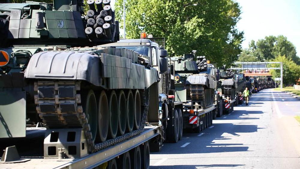 Báo Nga hả hê: Nga còn chưa xâm lược, Ba Lan đã mất hai xe tăng - Ảnh 1.