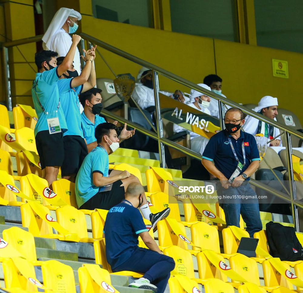 Chuyện giờ mới kể: 45 phút căng thẳng tột độ của tuyển Việt Nam trước UAE - Ảnh 2.