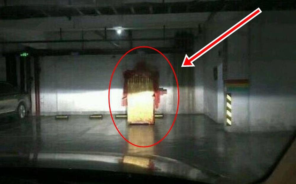Nửa đêm lái xe về nhà, vừa xuống tầng hầm, người đàn ông sợ đến nhũn cả hai chân khi thấy thứ này ngay trước mắt