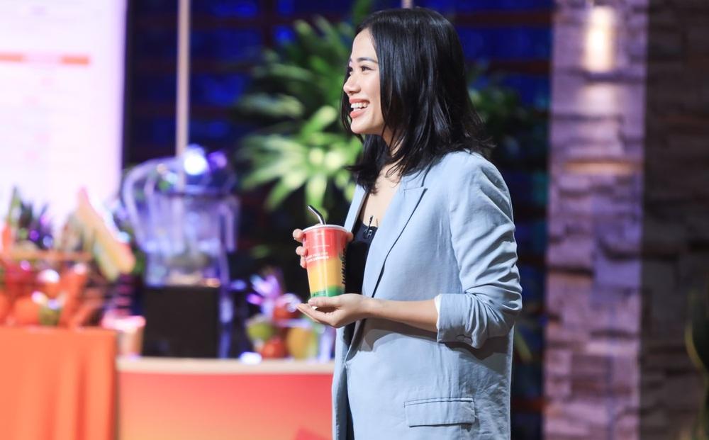 """Màn gọi vốn """"bá đạo"""": Shark Hưng hết kiên nhẫn rời ghế nóng, dàn cá mập liên tục giải thích lại câu hỏi cho startup"""