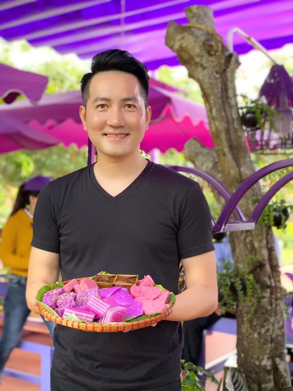 Cuộc sống của Nguyễn Phi Hùng: 44 tuổi vẫn độc thân, sống trong biệt thự rộng 3000m2 - Ảnh 3.