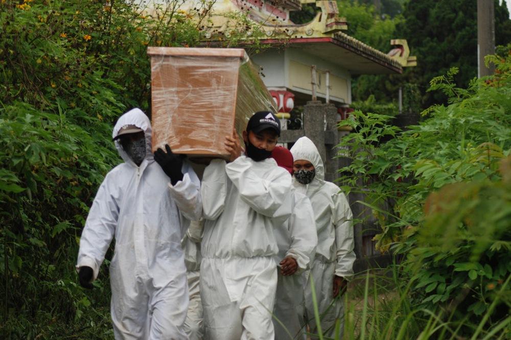 Indonesia đối mặt nguy cơ bùng phát COVID-19 giống Ấn Độ - Ảnh 1.