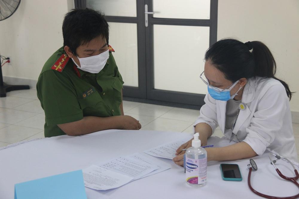 Toàn bộ cán bộ chiến sĩ Công an TP.HCM được tiêm vắc xin COVID-19 - Ảnh 1.