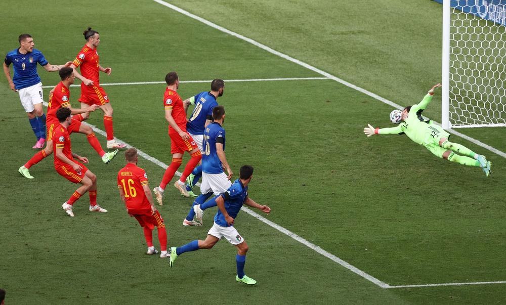 Italia khẳng định sức mạnh ứng cử viên vô địch, TNK lót đường hạng nặng - Ảnh 1.