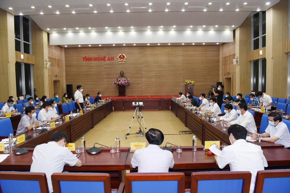 Thứ trưởng Bộ Y tế: Nghệ An tiếp tục nâng công suất xét nghiệm, quan tâm phòng dịch COVID-19 ở khu công nghiệp - Ảnh 1.