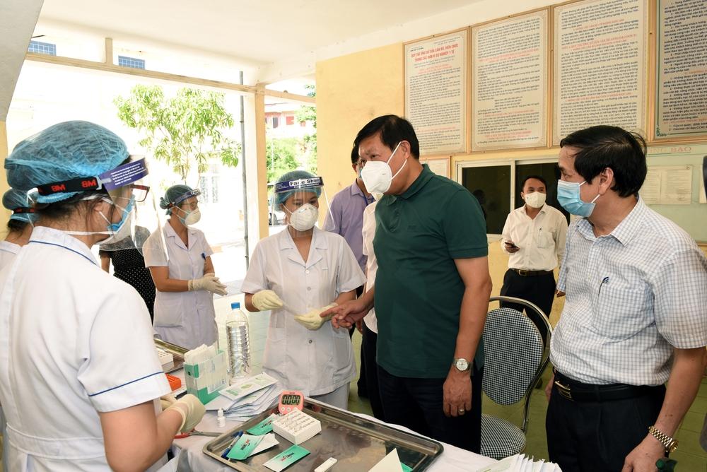 Thứ trưởng Bộ Y tế: Nghệ An tiếp tục nâng công suất xét nghiệm, quan tâm phòng dịch COVID-19 ở khu công nghiệp - Ảnh 4.