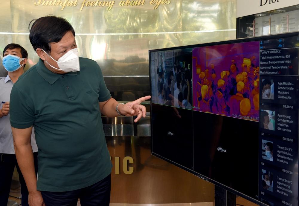 Thứ trưởng Bộ Y tế: Nghệ An tiếp tục nâng công suất xét nghiệm, quan tâm phòng dịch COVID-19 ở khu công nghiệp - Ảnh 6.