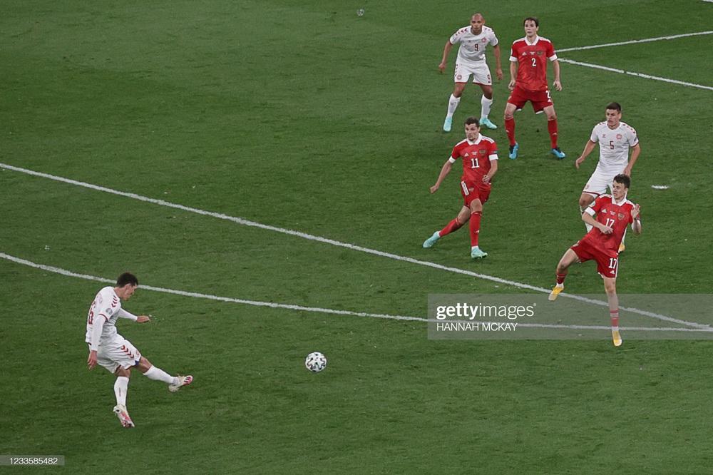 Euro 2020: Đan Mạch hồi sinh theo kịch bản không tưởng; Lukaku tuyên chiến với Ronaldo - Ảnh 2.