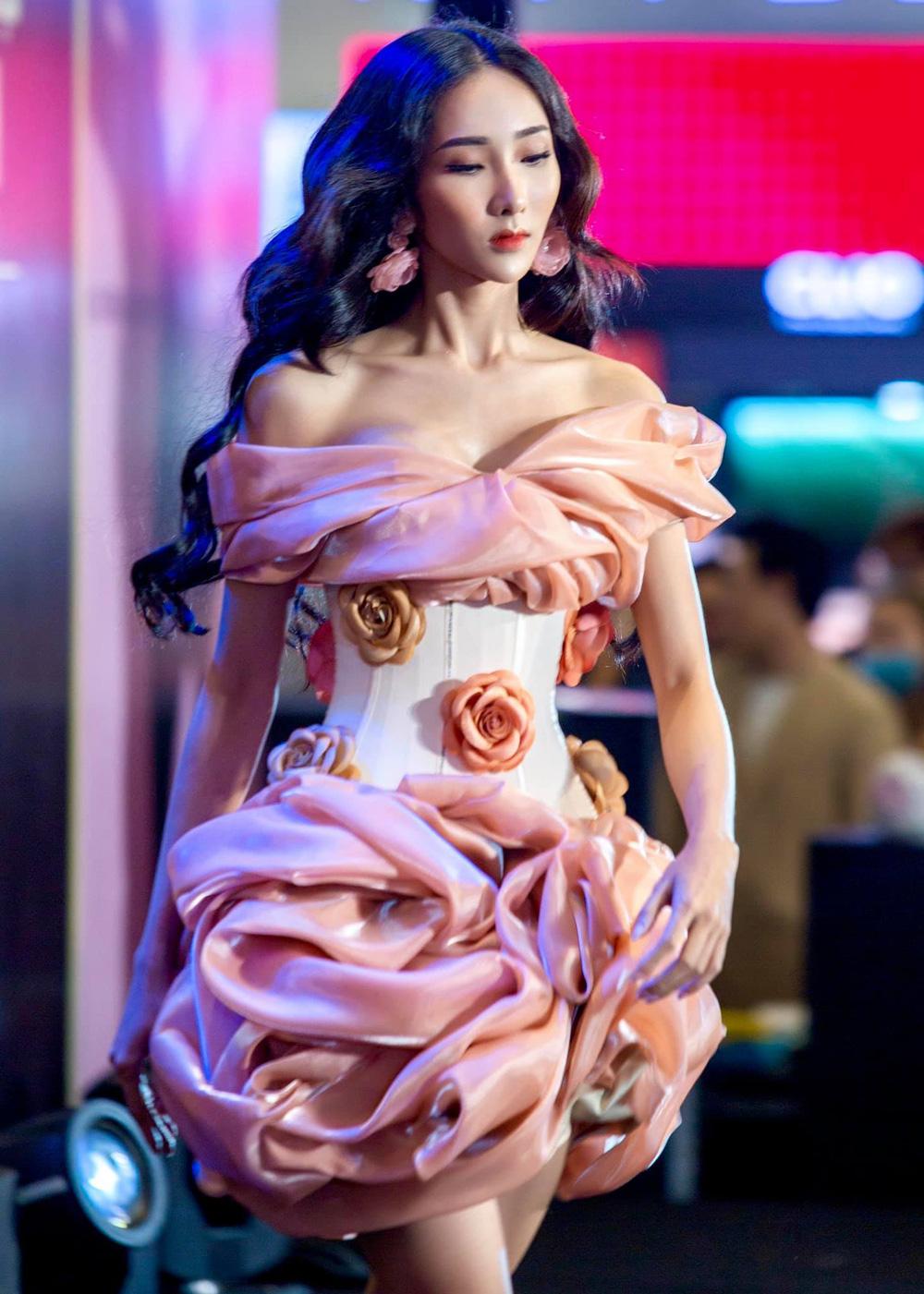 Nữ người mẫu cao 1m74 chỉ nặng 43kg vẫn rất gợi cảm - Ảnh 2.