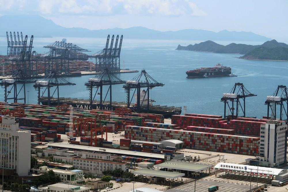Cảng biển Trung Quốc trúng đòn: Thương mại đình trệ, cửa hàng tại Âu-Mỹ không tránh khỏi đạn lạc - Ảnh 1.