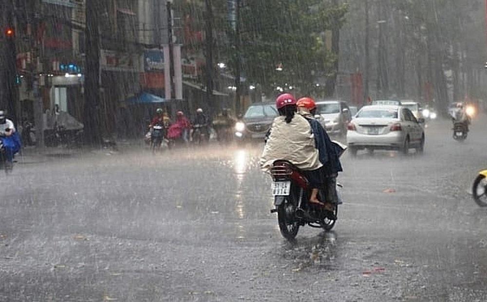 """Hôm nay, Hà Nội đón mưa """"vàng"""" chấm dứt nắng nóng đỉnh điểm vào lúc nào?"""