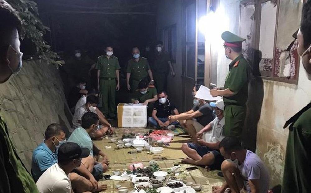 """Bắc Giang: Liên hoan mừng """"bội thu"""" cá, 11 người bị phạt hơn 80 triệu"""