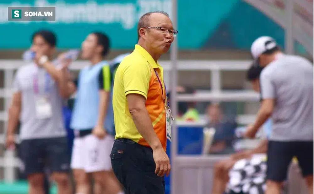 Không thể gặp mặt các tuyển thủ Việt Nam, thầy Park có hành động gây xúc động mạnh