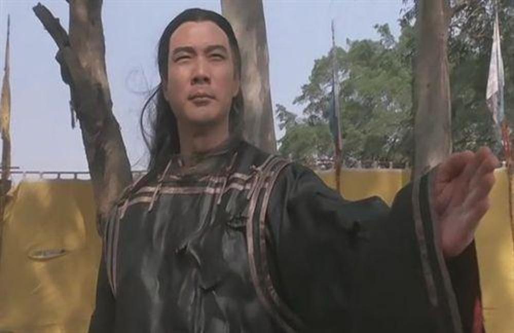 Tài tử Thiên long bát bộ 3 đời vợ, bị chê cười vì cặp kè hot girl nóng bỏng kém 45 tuổi giờ sống ra sao? - Ảnh 2.