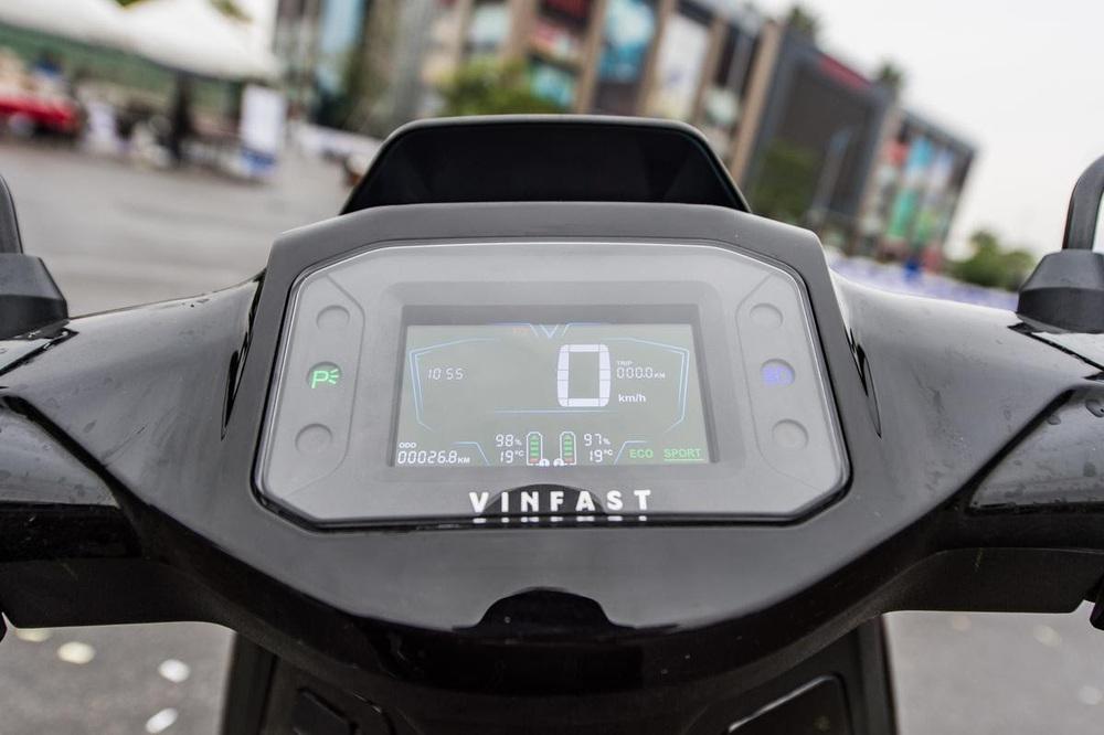 Xe máy điện cao cấp nhất của VinFast ngập công nghệ và đồ hiệu - có gì để đọ Honda SH? - Ảnh 3.