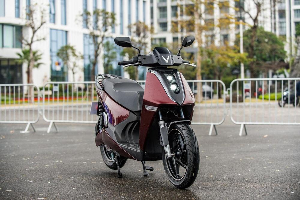Xe máy điện cao cấp nhất của VinFast ngập công nghệ và đồ hiệu - có gì để đọ Honda SH? - Ảnh 7.