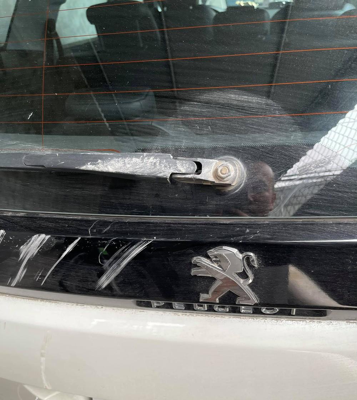 Cho vợ đi học lái xe, hôm sau chồng xách xô vữa sang xây tường mới cho hàng xóm  - Ảnh 2.