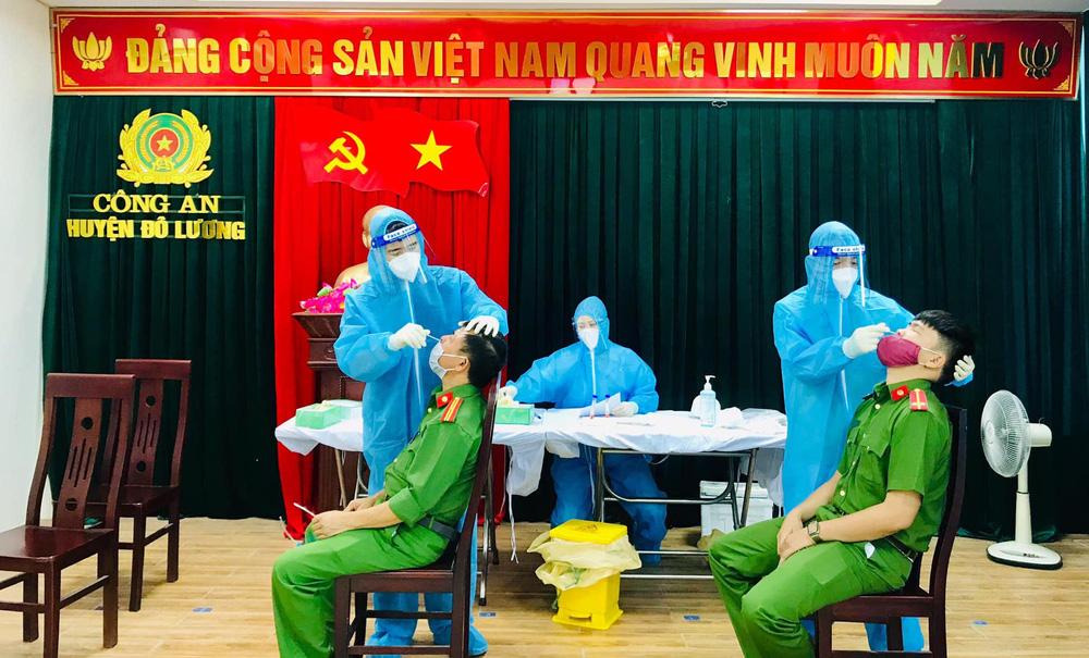 Tạm phong tỏa, cách ly trụ sở công an huyện ở Nghệ An vì một cán bộ mắc Covid-19 - Ảnh 3.