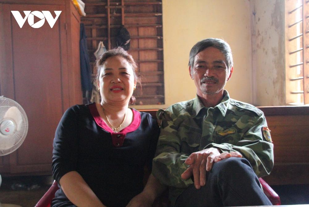 """Vợ chồng lão nông dùng 100 triệu đồng tiền """"dưỡng già"""" ủng hộ Quỹ chống dịch - Ảnh 3."""