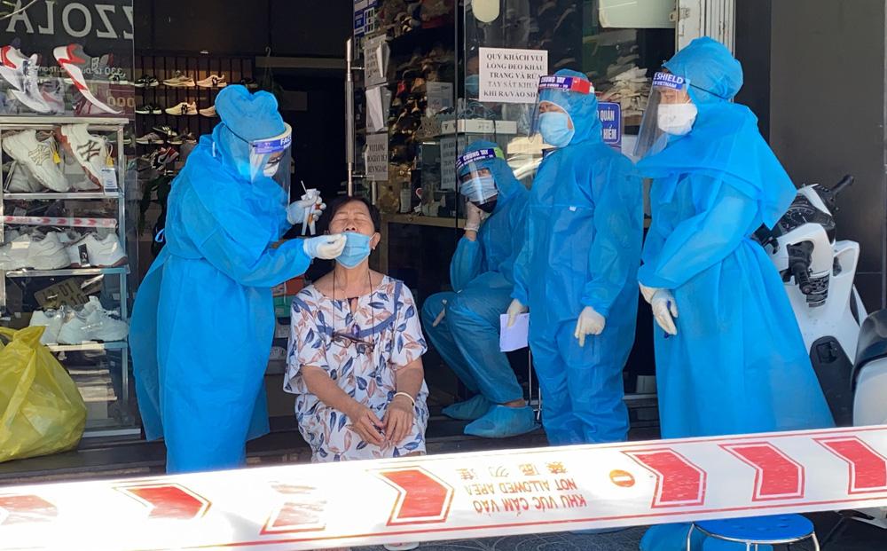 Số ca COVID-19 mắc mới ở TP HCM rất cao, riêng sáng nay gấp 25 lần tâm dịch Bắc Giang