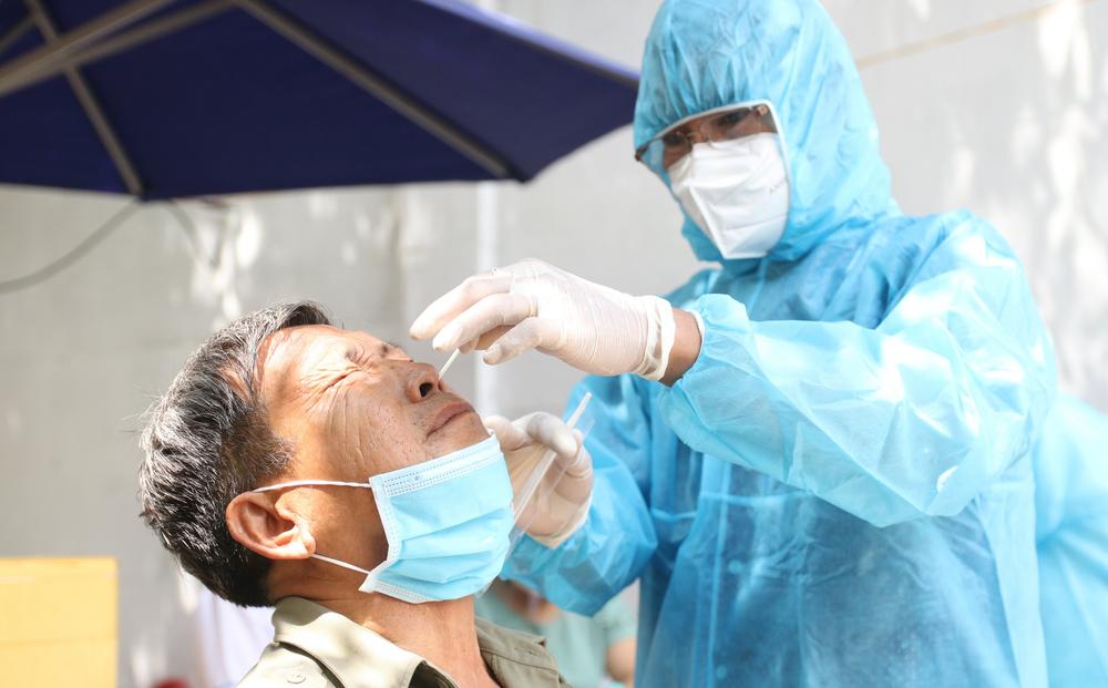 TP.HCM: Lấy mẫu xét nghiệm Covid-19 trên diện rộng ở quận Tân Phú