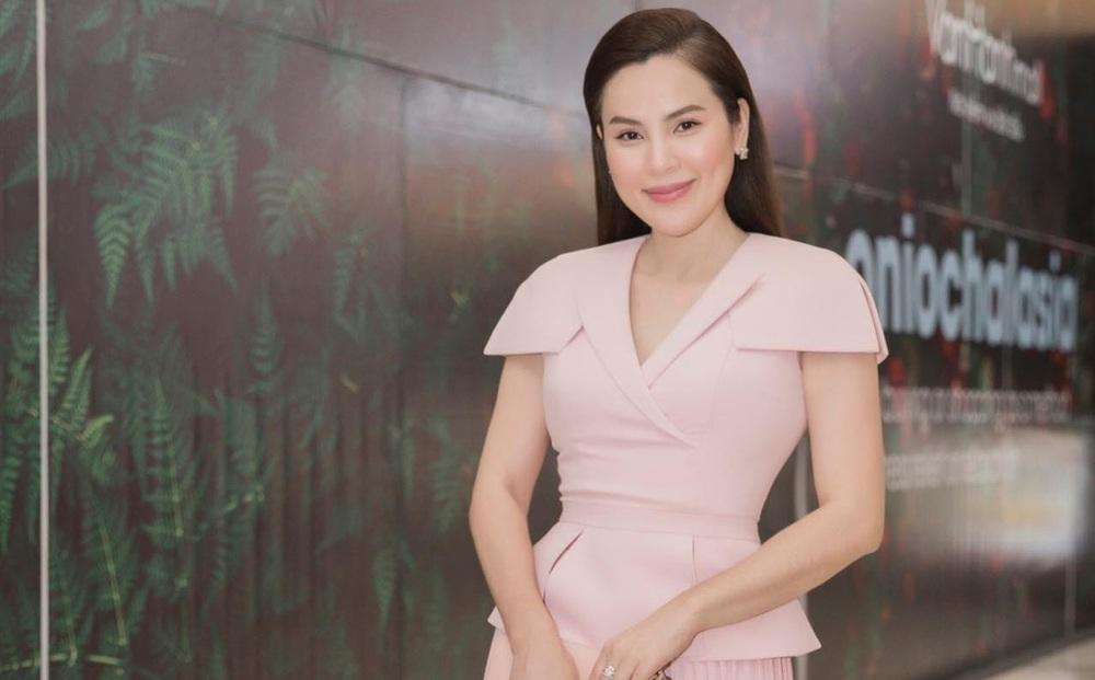 Hoa hậu Phương Lê tuyên bố tặng gạo cho tài xế taxi, ai ngờ bị phản ứng: Chúng tôi không phải ăn mày?