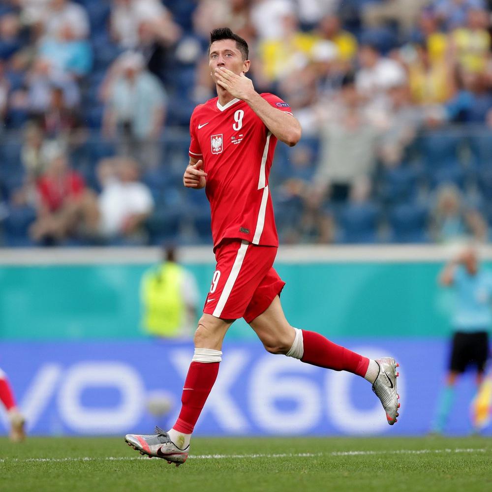 Morata đá hỏng 11m nhưng TBN vẫn đại thắng; Ba Lan bị loại dù Lewandowski ghi cú đúp - Ảnh 5.
