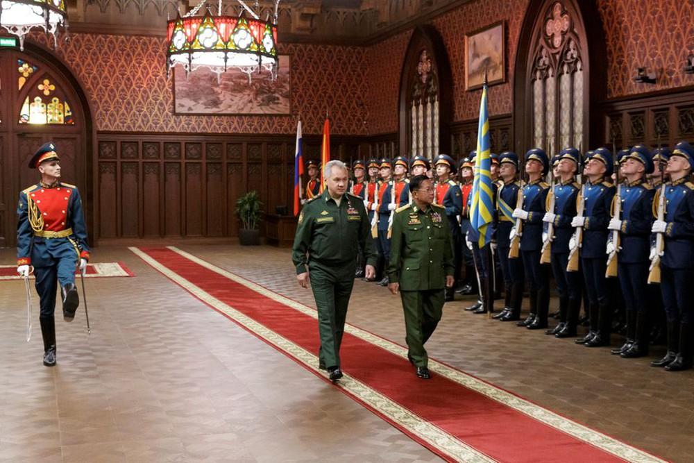 Mặc kệ kêu gọi của LHQ, Nga nói lời mặn nồng với Thống tướng Myanmar: Moskva thừa nước đục thả câu? - Ảnh 1.