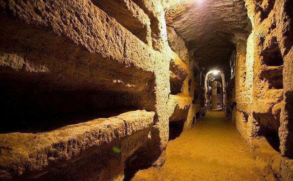 Sau khi mở cửa lăng mộ nghìn tuổi, nhà khảo cổ lập tức gọi điện cho chính phủ: Hãy cử người đến bảo vệ chúng tôi!