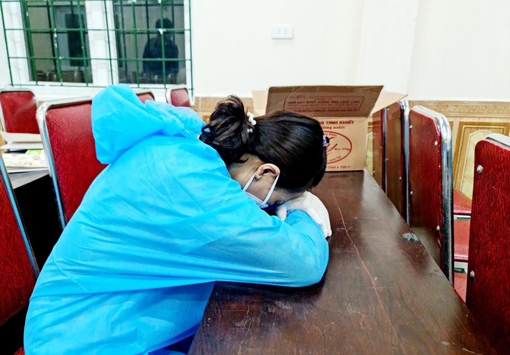 Giám đốc Trung tâm y tế kiệt sức phải cấp cứu sau những ngày đêm căng thẳng chống dịch COVID-19 - Ảnh 1.